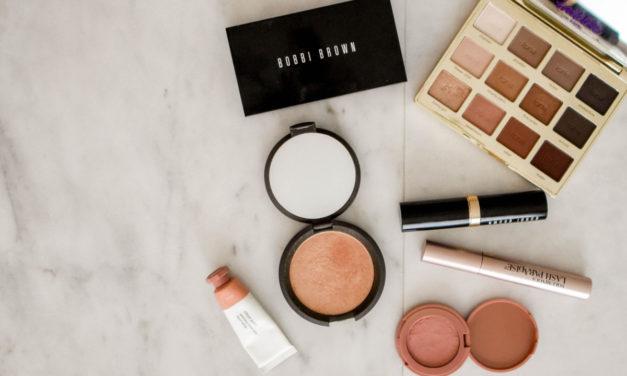Indret din egen makeup krog med det perfekte sminkebord